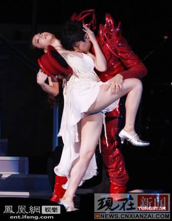 林俊杰演唱会师妹是亮点 求婚金莎后挑逗linda 娱乐