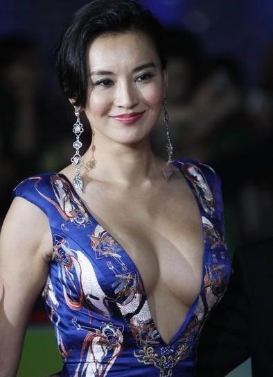 北京电影节莫小棋露巨乳抢镜章子怡范冰冰扮纯不讨好