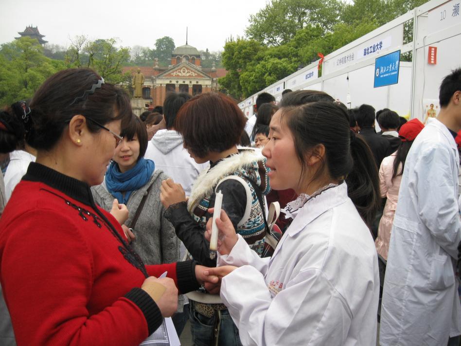 """全省120个大学生社团今在首义广场""""大比武""""图片"""