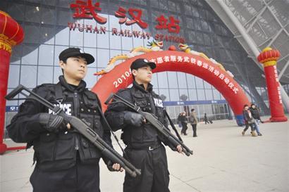 春运期间,武汉火车站安保升级.