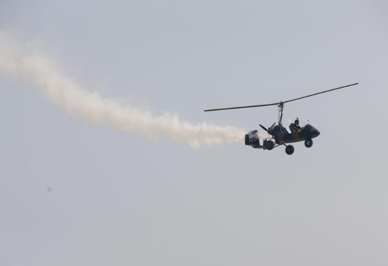 表演内容从喷气式飞机到活塞式飞机的编队飞行,空中打字,单机solo和