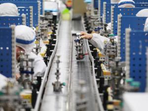 华工科技销售费激增75%拖累净利 应收账款23亿占营收九成远超同行