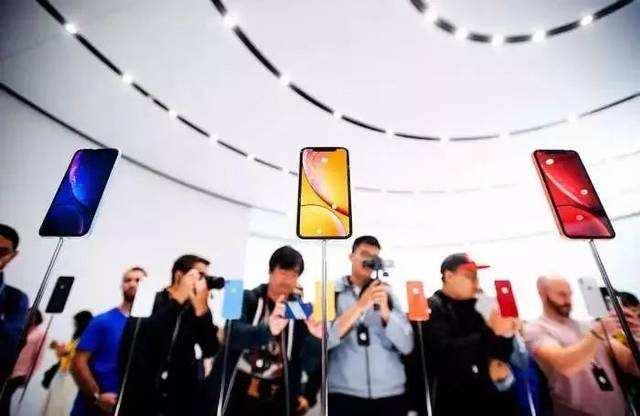 """苹果中国区销售额同比下滑27% iPhone""""依赖症""""难解"""
