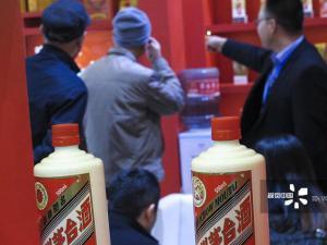 贵州茅台毛利94%借涨价提振百亿业绩  高调分红182亿前十大股东分走138亿