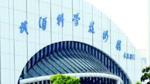 """2.4万人竞跑 中国选手首进前三 """"汉马""""晋升中国大满贯赛事"""