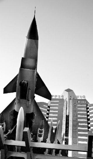 中航工业集团公司大楼与楼前的飞机.cfp