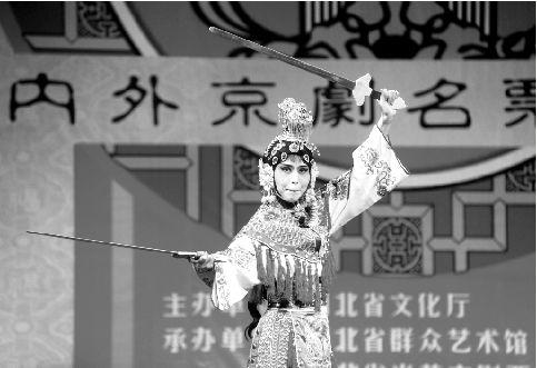 日本票友唱《霸王别姬》 昨日下午,黄鹤戏楼,洋溢着京剧票友们热烈
