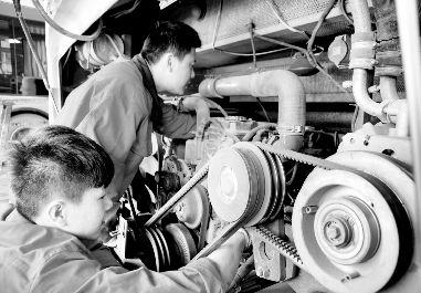 公司全面检修车辆,重点检查车辆燃气系统和电路系统