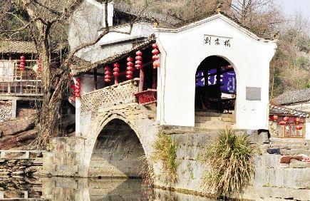 桥上有廊亭,可饮茶、观鱼、打尖 - 石晓轩 - 爱之泉的博客