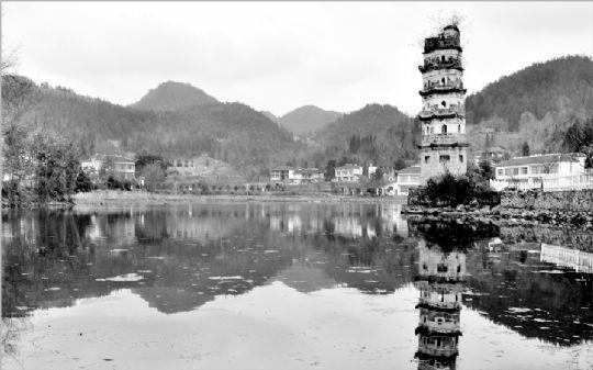 文峰塔群山环绕 荷塘照影(上) - 石晓轩 - 爱之泉的博客