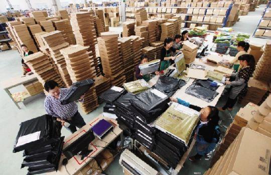 服装厂包装工图片_服装包装车间相关图片展示_服装包装车间图片下载