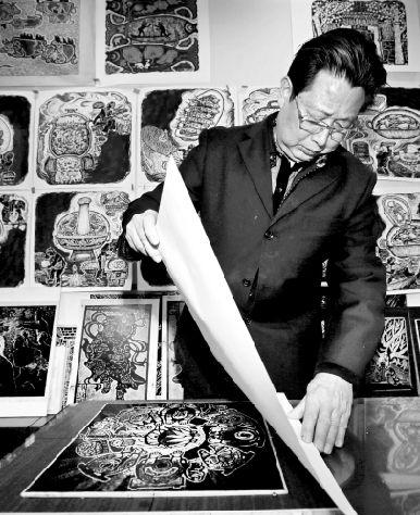 民间艺人用黑白木刻版画